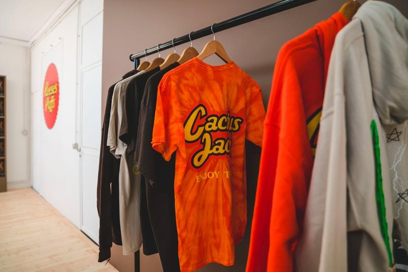 Travis Scott Reese's Puff Paris Pop Up Shop Hoodies T Shirts Black Orange Tan