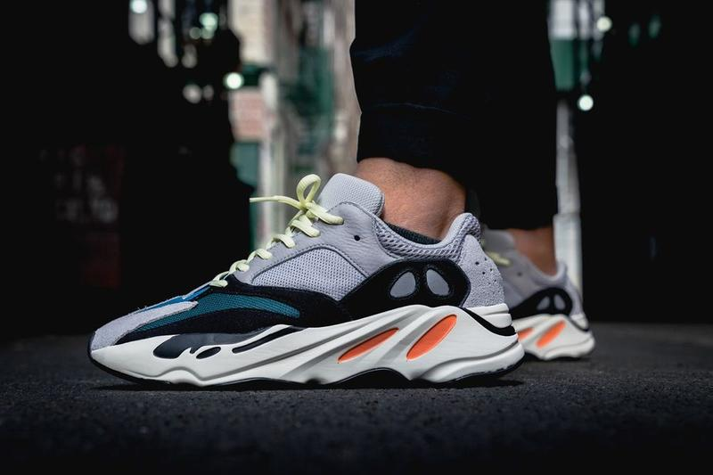 YEEZY BOOST 700 OG Wave Runner