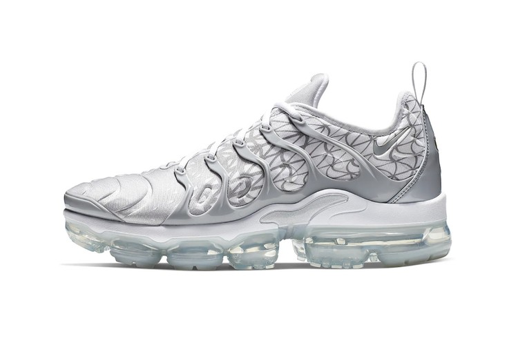 wholesale dealer d3eb5 894bc Nike Air VaporMax Plus Arrives in