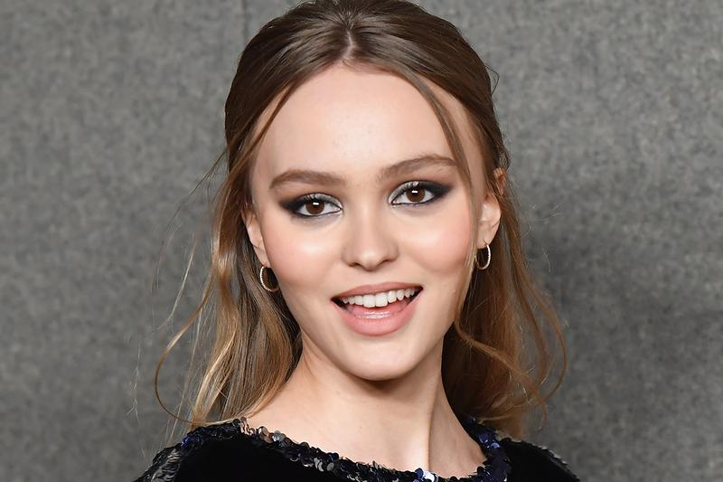 Lily-Rose Depp Hair Hairstyle Haircut Makeup Chanel Metiers D'Art 2018/19 Show MoMA New York Front Row