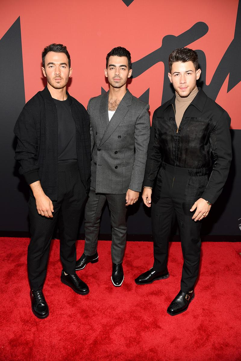 mtv video music awards 2019 red carpet jonas brothers nike kevin joe