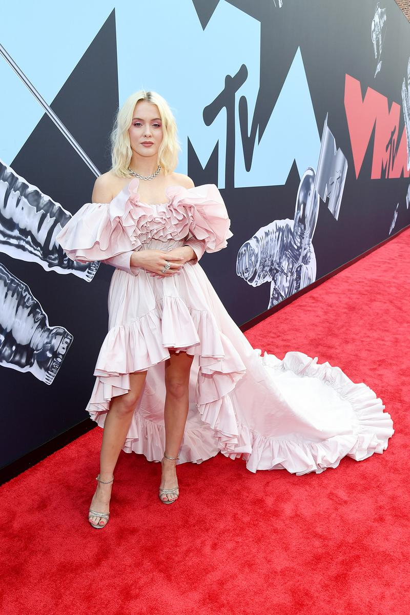 mtv video music awards 2019 red carpet zara larsson