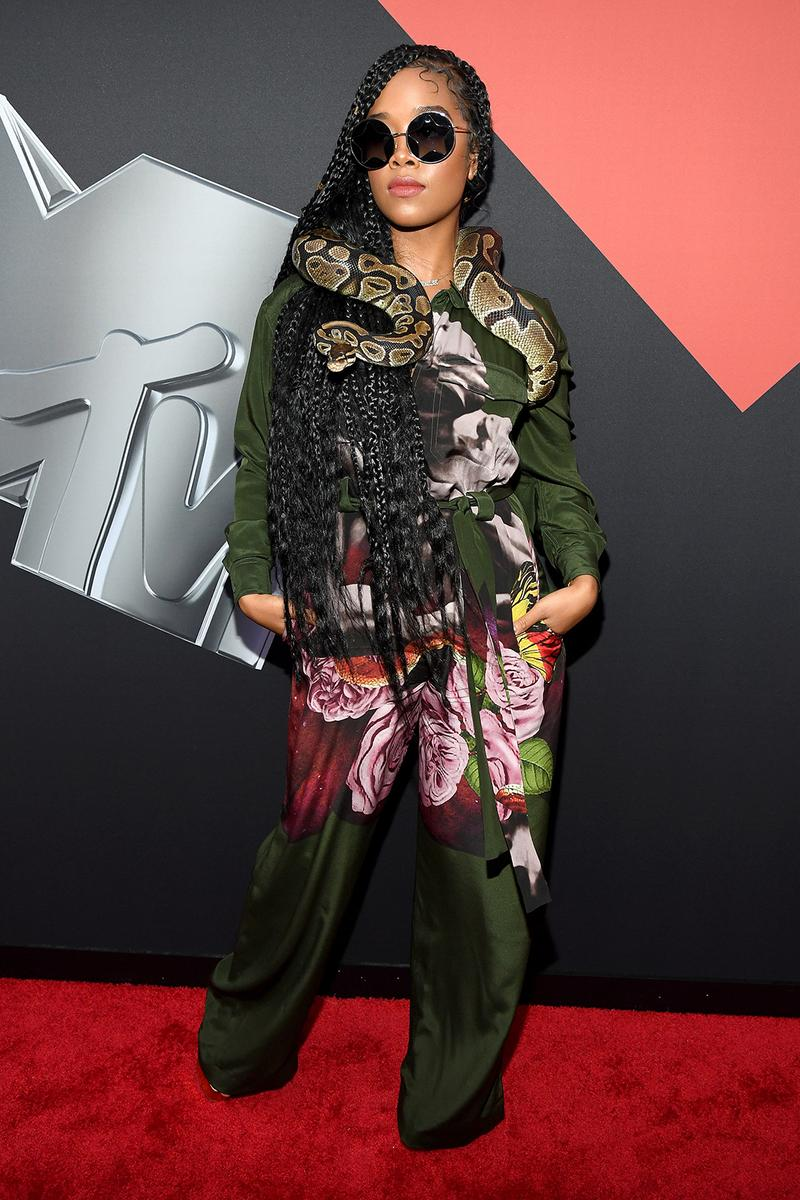 mtv video music awards 2019 red carpet h.e.r. her music