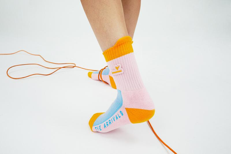the arrivals oasis collection socks color block