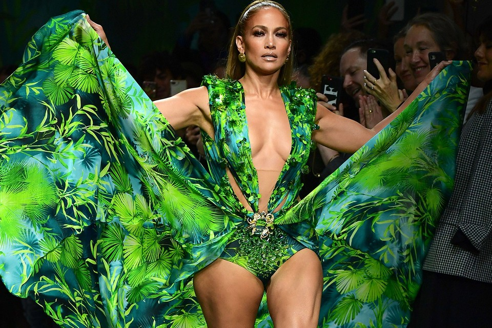 Jennifer Lopez Closes Versace SS20 Show in Her Iconic Green Dress