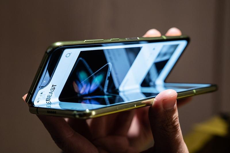 samsung galaxy fold mobile phone tech technology