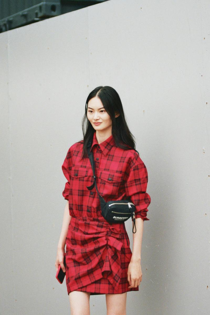 model off duty style spring summer 2020 chinese he cong red check burberry bag fanny pack