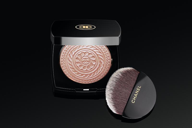 Chanel Holiday 2019 Makeup Collection Highlighter Eclat Metal Peach