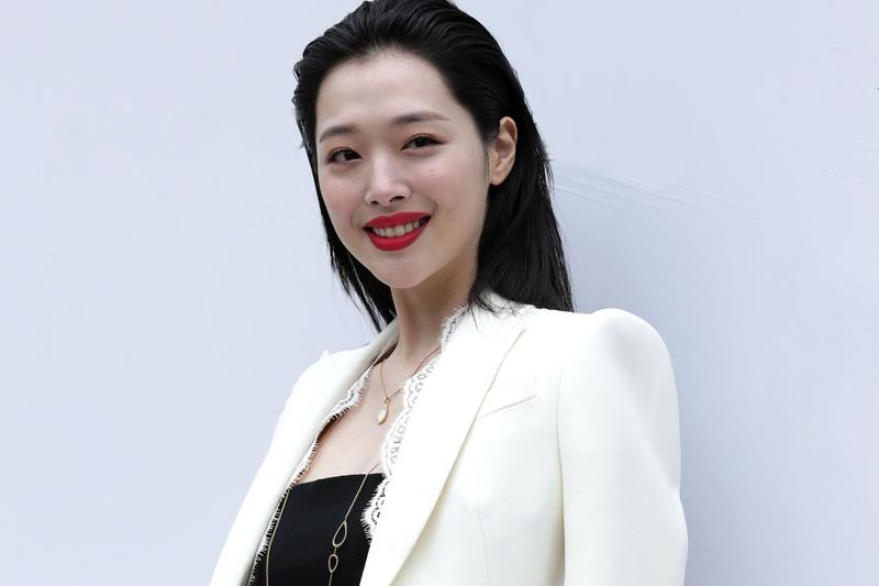 K-Pop Star Sulli Found Dead In Her Apartment Manager f(x) Singer Actress Korean Death Report Suicide