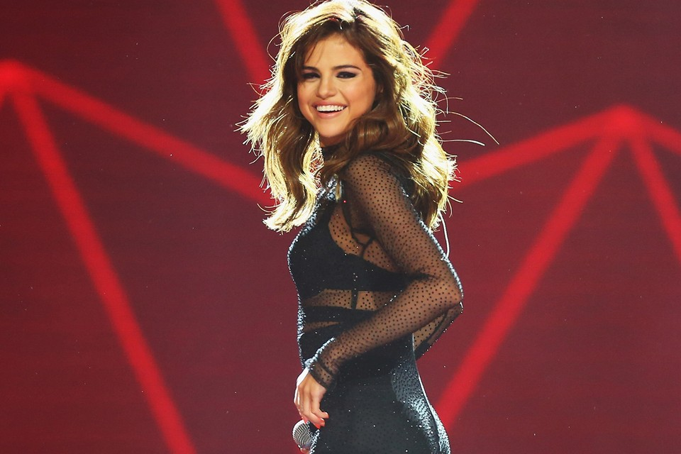 """Selena Gomez Debuts Music Video for Second New Single """"Look at Her Now"""""""