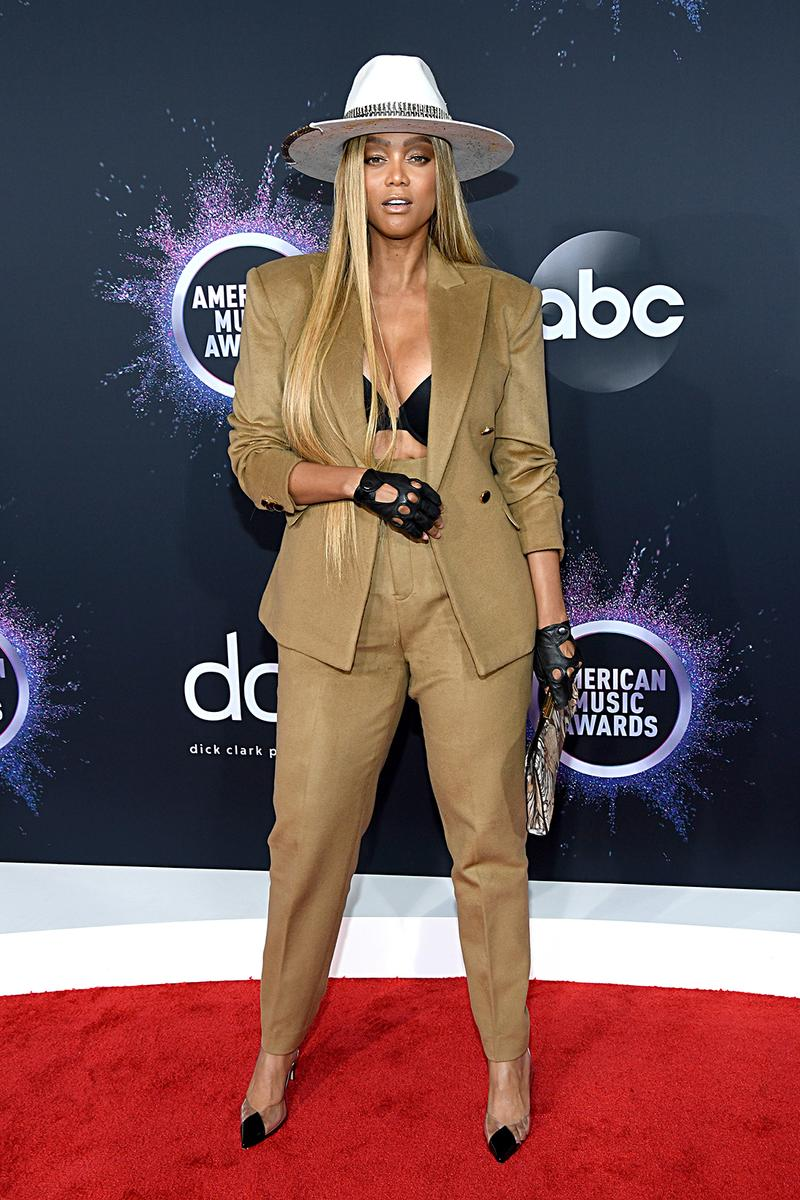 american music awards amas best celebrity red carpet looks tyra banks brown suit hat white