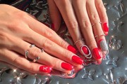 Here Are the Best Holiday-Themed Nail Looks to Get You Feeling Festive