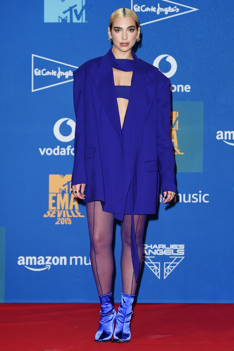 Dua Lipa MTV EMAs 2019 Red Carpet Winners Room Mugler Bodysuit Blazer Jacker Purple Blue Boots Tights