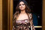 Picture of Selena Gomez Takes a Break from Social Media After Being Body-Shamed