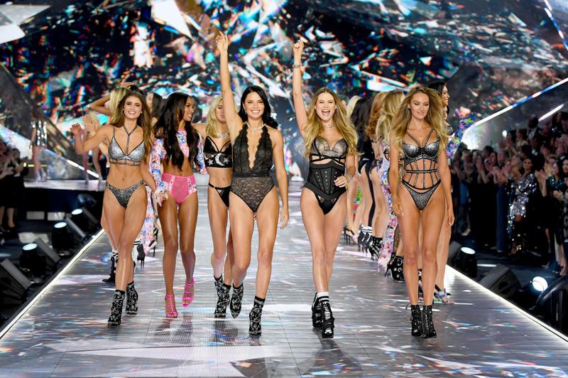 Victoria's Secret Fashion Show Angels Taylor Hill Candice Swanepoel Adriana Lima