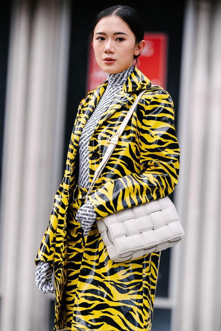 New York Fashion Week FW20 NYFW Fall Winter 2020 Street Style Influencer Bottega Veneta Suede Beige Cassette Bag Yellow Tiger Print