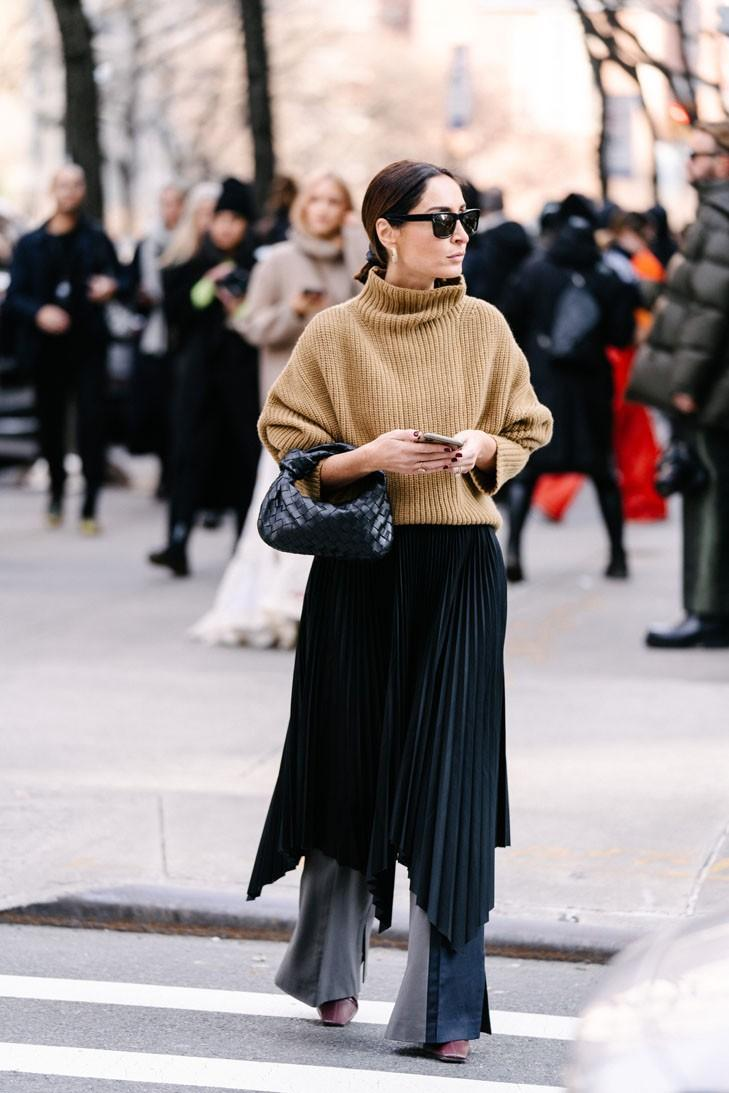 New York Fashion Week FW20 NYFW Fall Winter 2020 Street Style Influencer Bottega Veneta BV Jodie Bag Black