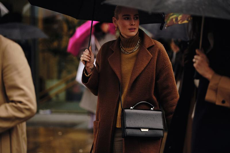 Street Style London Fashion Week Fall Winter 2020 Brown Coat Gold Chain Necklace