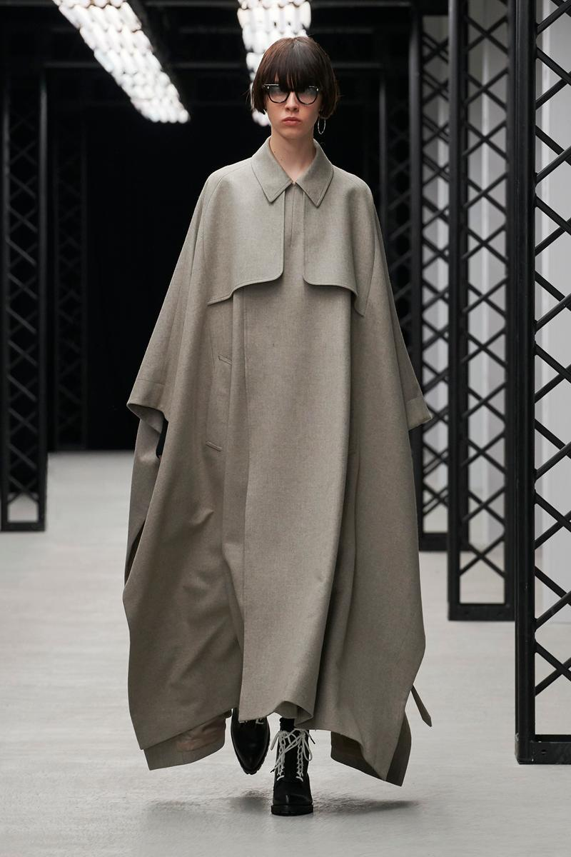 HYKE Fall/Winter 2020 Collection Runway Show Poncho Grey