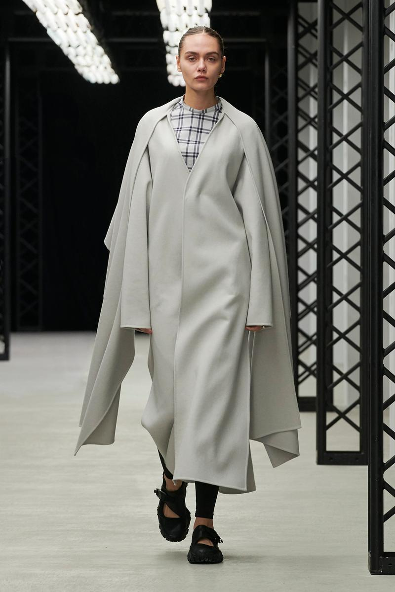 HYKE Fall/Winter 2020 Collection Runway Show Poncho Coat White