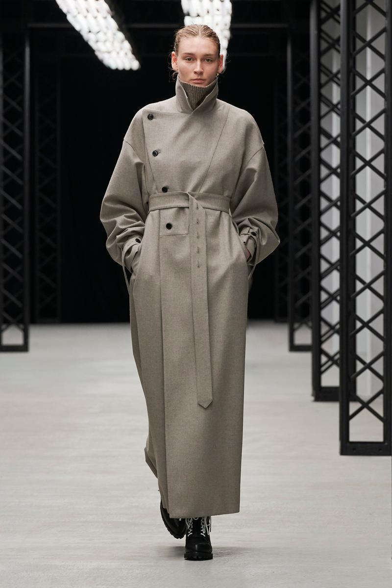 HYKE Fall/Winter 2020 Collection Runway Show Trench Coat Grey