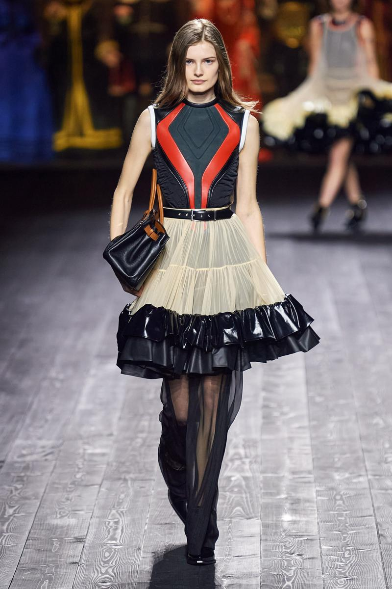 Louis Vuitton Fall/Winter Collection Runway Show Ruffle Skirt Beige Black Moto Top