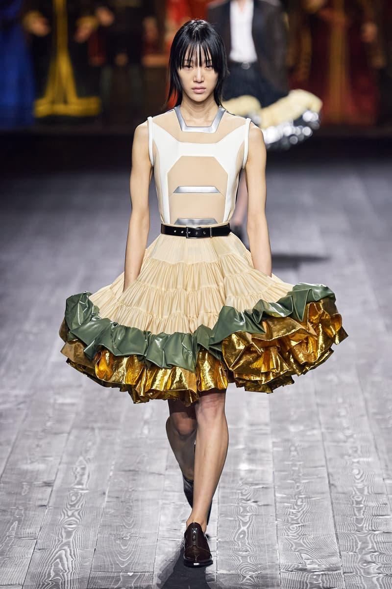 Louis Vuitton Fall/Winter Collection Runway Show Ruffle Skirt Beige Metallic