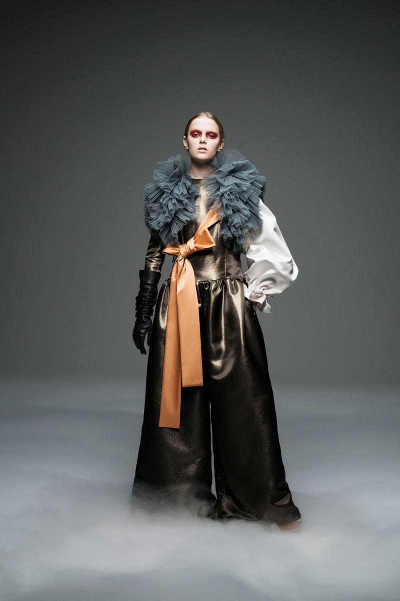 undercover jun takahashi paris fashion week fall winter womens collection lady macbeth akira kurosawa throne of blood gown jacket outerwear black maroon pants boots