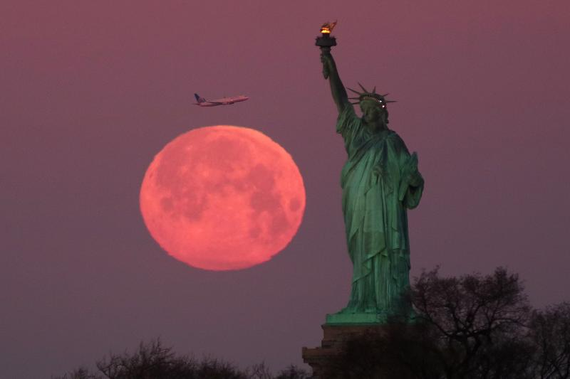 supermoon pink moon april statue of liberty new york city