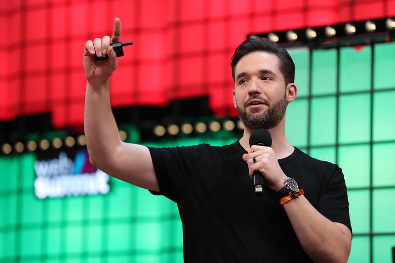 reddit alexis ohanian co founder resign black candidate replacement stocks donation pledge
