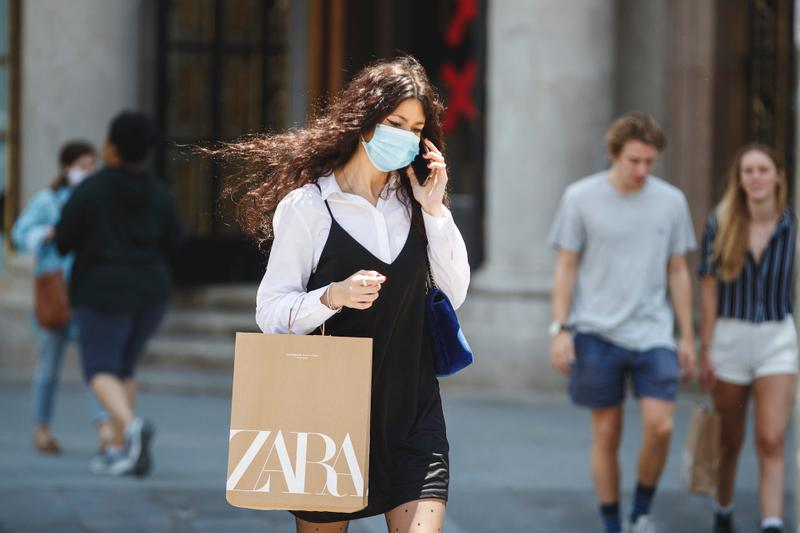 Zara Closes 1,200 Stores & Shifts to E-Commerce