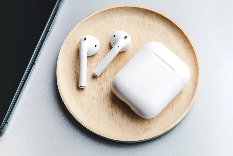 apple bose sue lawsuit airpods wireless headphone earbuds technology
