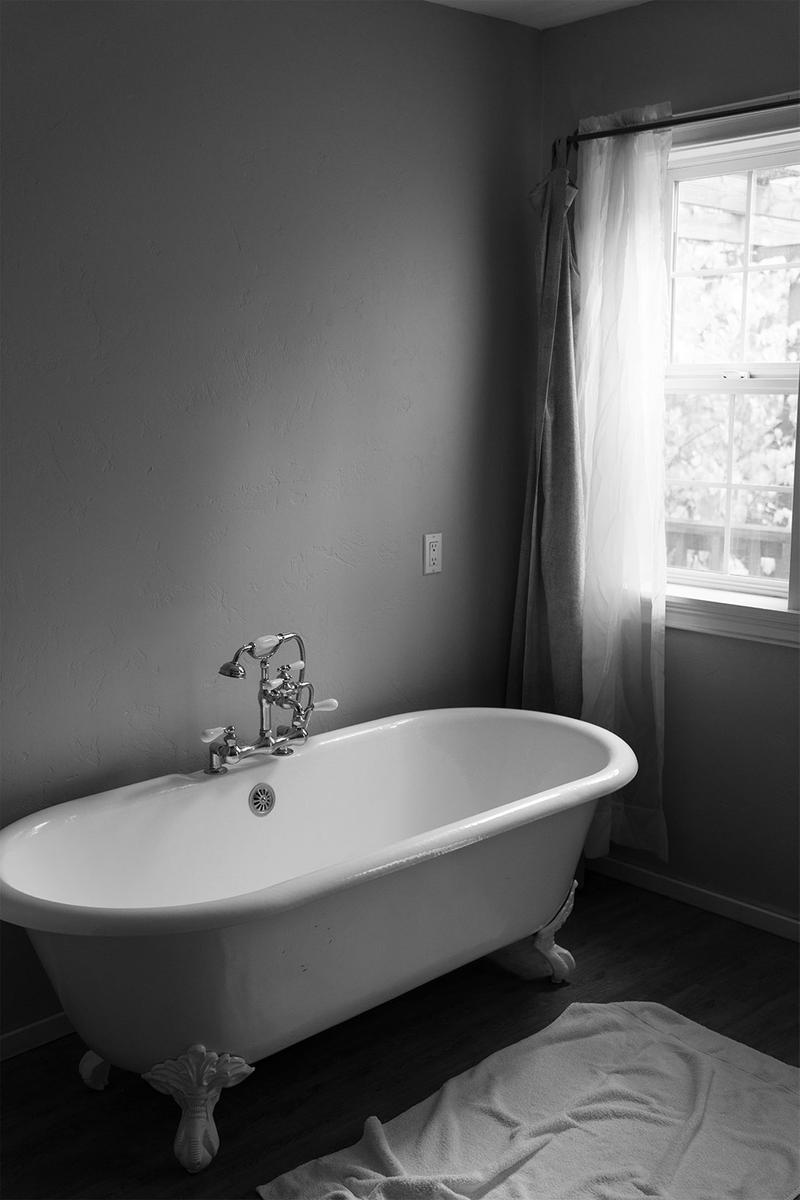 bath tub relax destress black and white