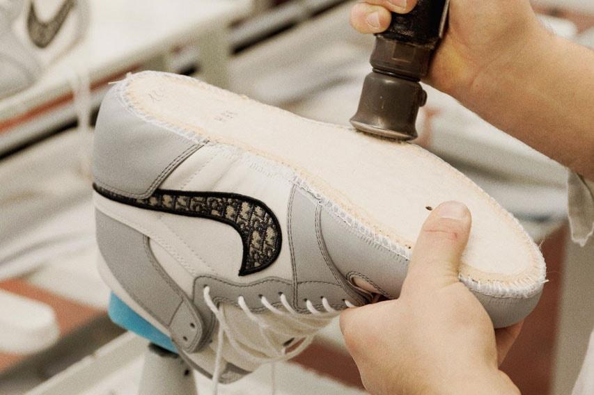 posición Soplar Emular  Watch Making of Dior x Air Jordan 1 OG Sneaker | HYPEBAE