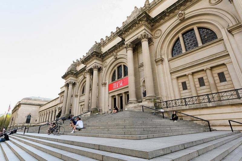 Metropolitan Museum of Art New York City Steps Fifth Avenue Building Exterior
