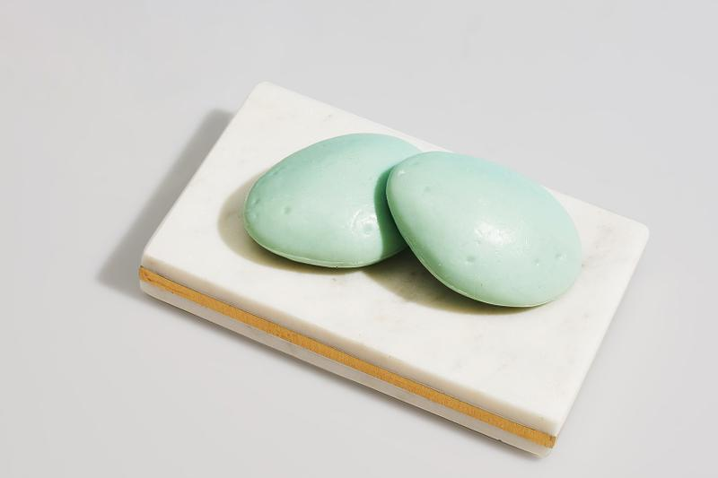 shampoo bar lather eco-friendly sustainable zero plastic waste alternative mint avocado coconut oil haircare