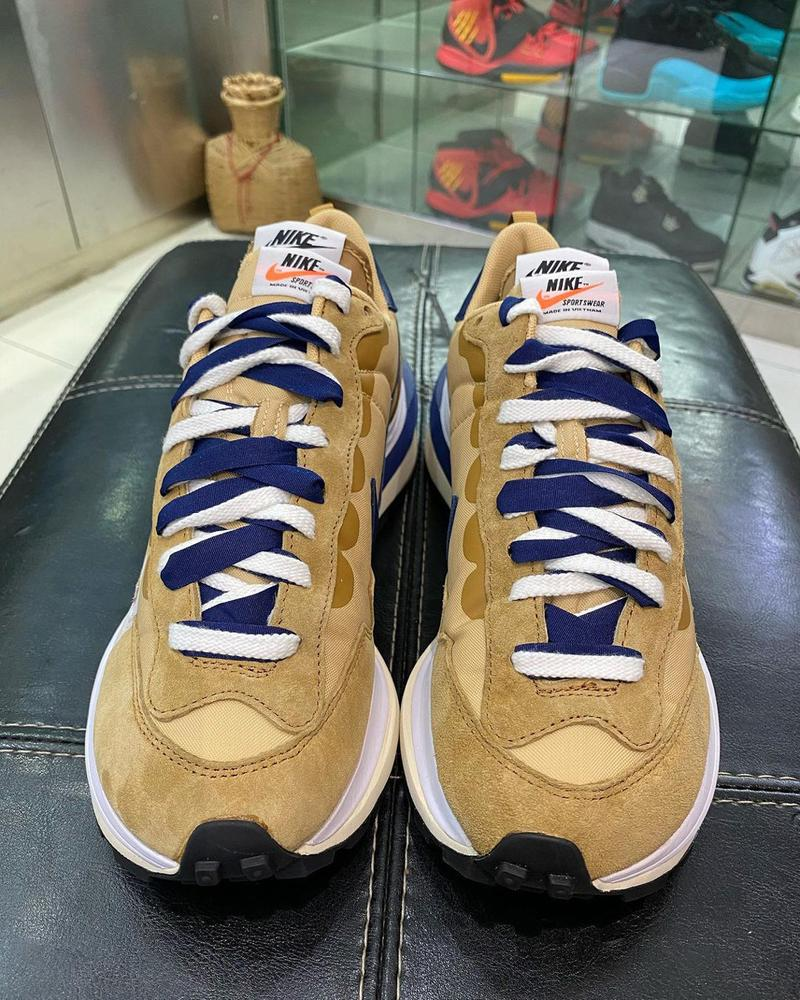 sacai nike vaporwaffle tan navy sneakers collaboration closer look release