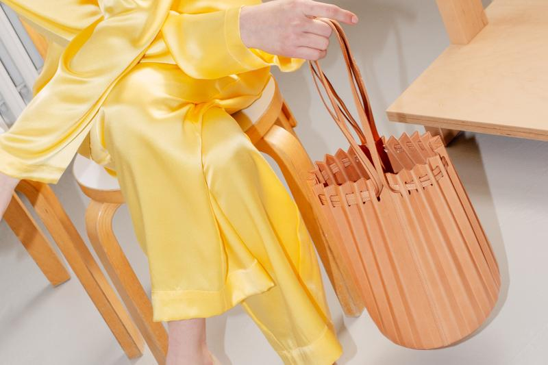 mansur gavriel handbags holiday winter sale pleated coral spring summer 2019 ss19 new york fashion week nyfw