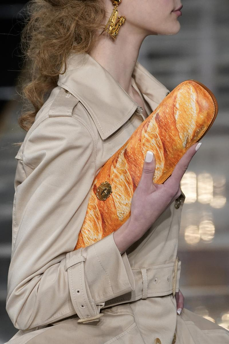 Moschino Bread Baguette Bag Clutch Fall/Winter 2020 Collection Detail