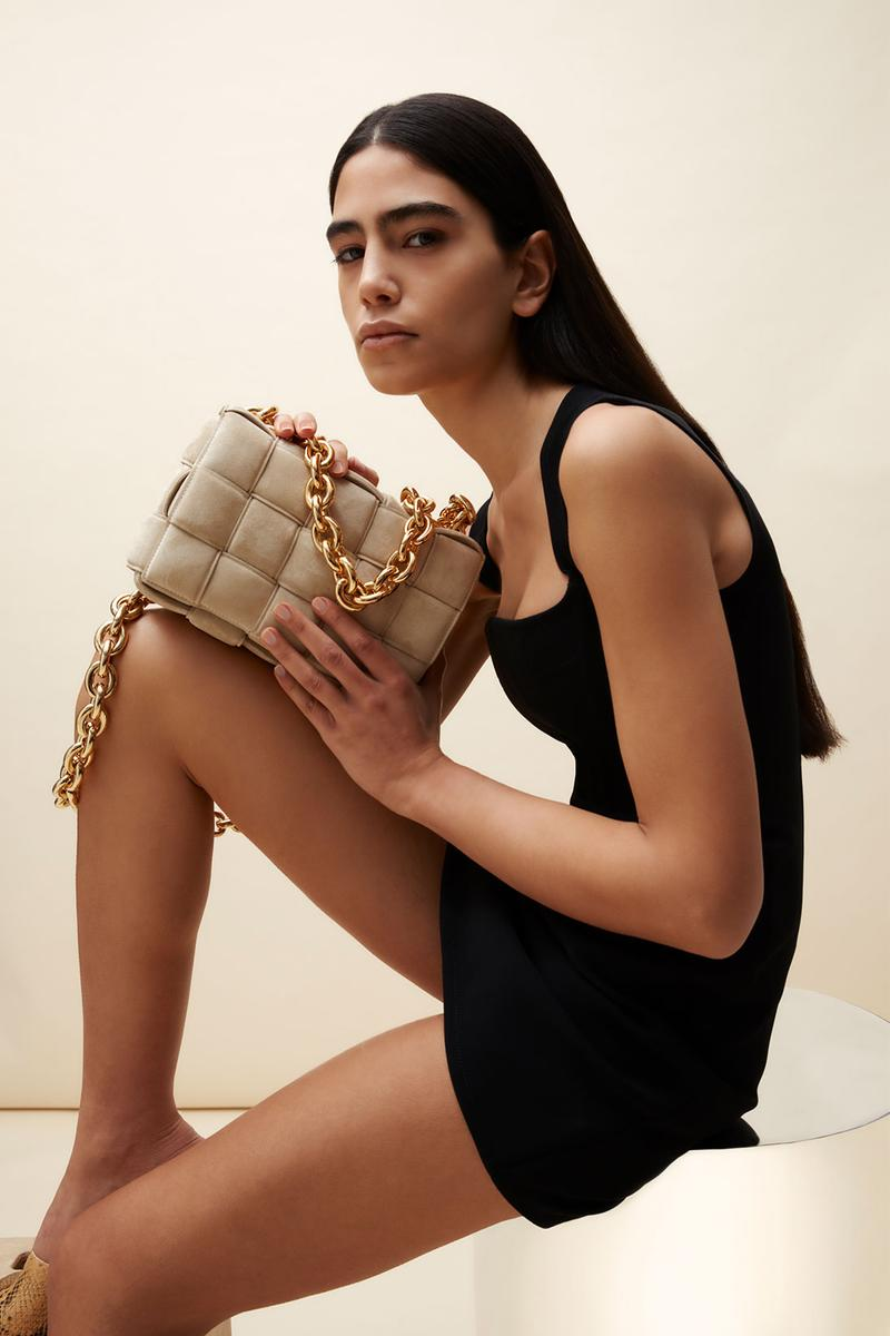 bottega veneta mytheresa exclusive chain cassette bag suede sand beige porridge black mini dress outfit
