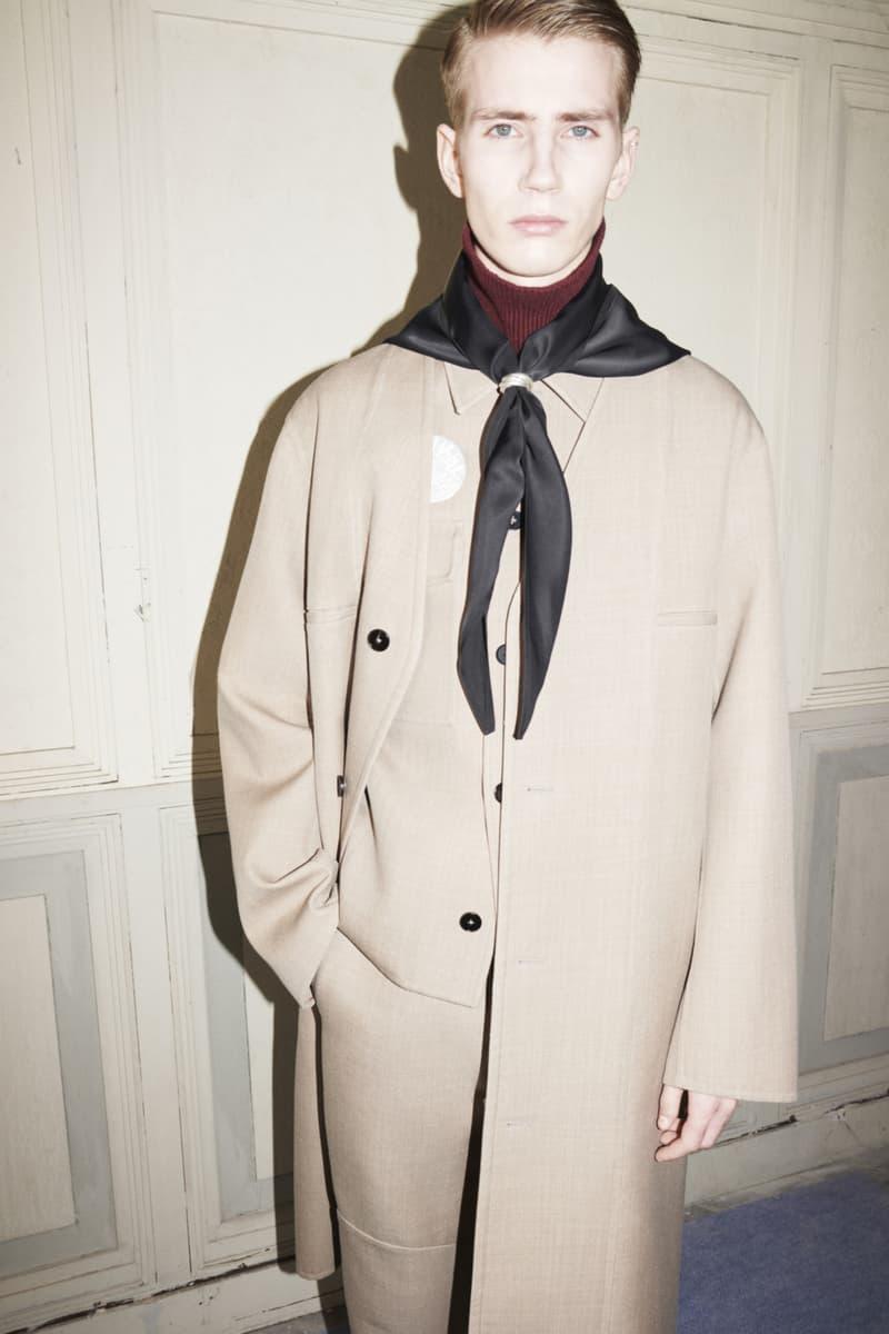 jil sander menswear fall winter fw21 collection lookbook beige coat suit scarf
