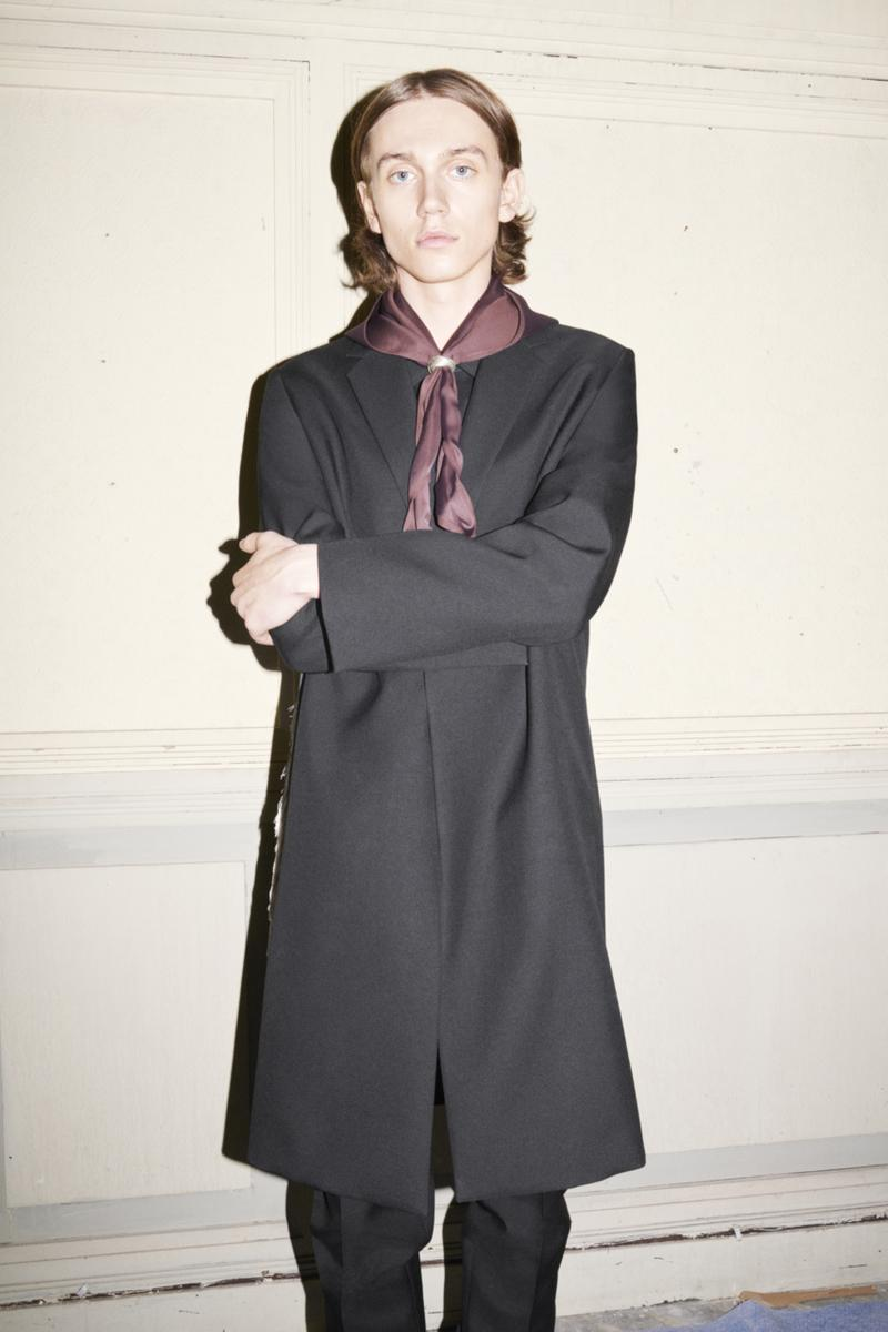 jil sander menswear fall winter fw21 collection lookbook black coat scarf
