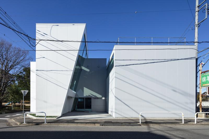japan aisaka architects atelier house in tsukuba exterior sky street