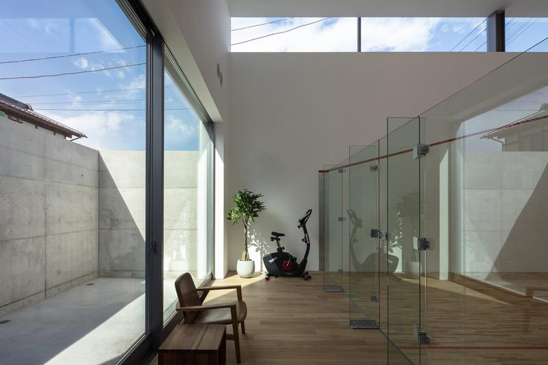 japan aisaka architects atelier house in tsukuba interior home design gym cycling squash