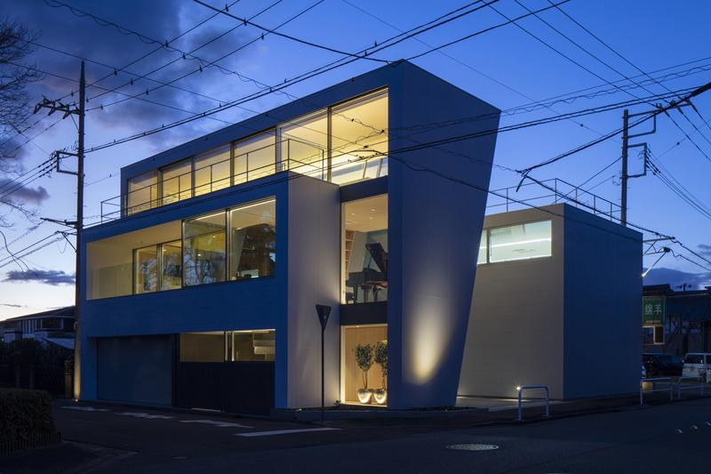 japan aisaka architects atelier house in tsukuba exterior night lights