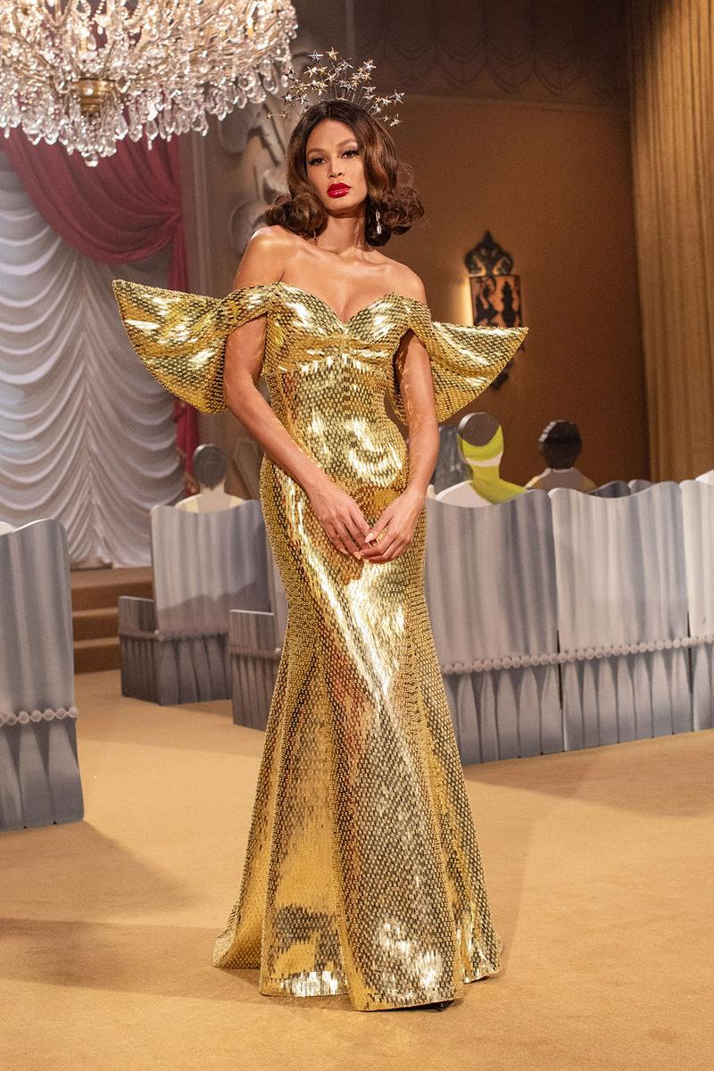 moschino fall winter fw21 collection jungle red show jeremy scott gold dress sequin