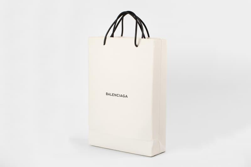 """Balenciaga の十八番""""超高級ショッピングバッグ""""シリーズから14万円超えの新作が登場 今度はよくあるタイプの白い紙袋をイメージ バレンシアガ"""