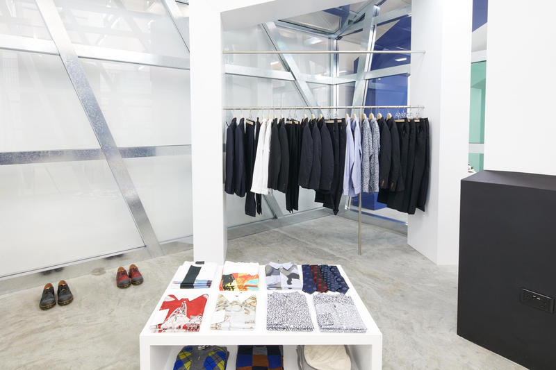 Dover Street Market Singapore の店内を早速チェック