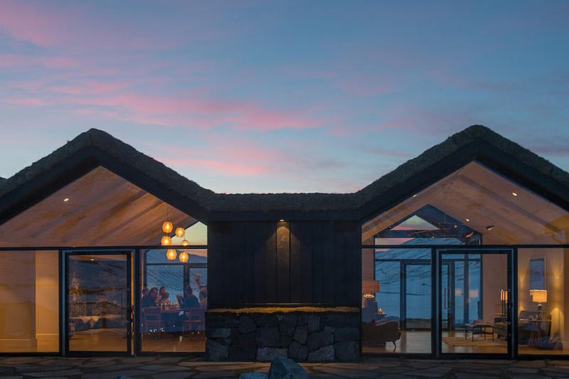 神秘のオーロラを望めるアイスランドのスパプール付きリゾートをチェック オーロラ アイスランド 温泉 スパ