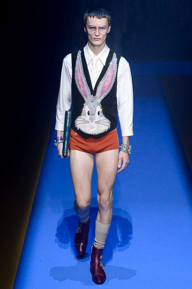 """バッグス・バニーや白雪姫を取り入れた Gucci 2018年春夏コレクション """"世界で最も人気のあるブランド""""が他とは一線を画す贅沢なヴィジュアルを披露"""